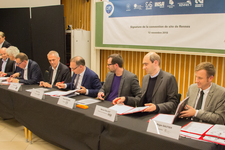 Signature Convention CNRS-plateforme participative.jpg